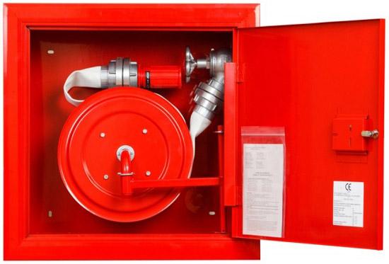 Hydrant zawieszany FI52 - wąż nawinięty na zwijadło